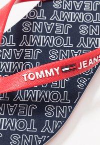 Tommy Jeans - REPEAT PRINT BEACH - Japonki kąpielowe - blue - 5