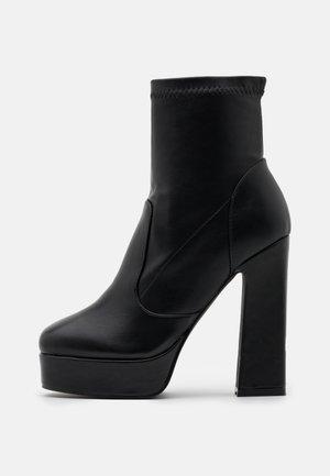 WALKER - Kotníková obuv na vysokém podpatku - black