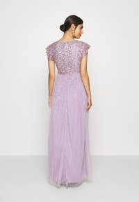 Maya Deluxe - V NECK FLUTTER SLEEVE DRESS WITH SCATTERED SEQUINS - Robe de cocktail - lavender - 2