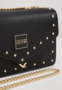 Versace Jeans Couture - STUDDED SHOULDER BAG - Borsa a tracolla - black - 6