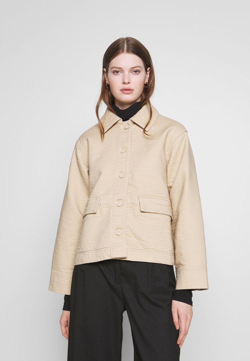 Weekday - EVE - Lehká bunda - medium beige