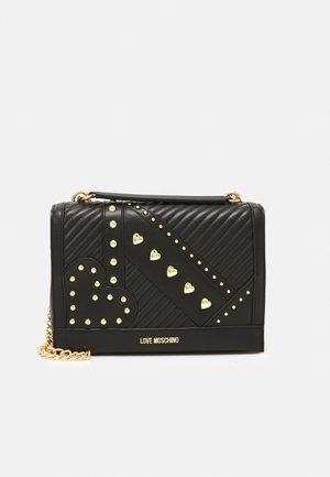STUDD SHOULDER BAG - Håndtasker - nero
