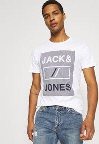 Jack & Jones - JCOROJAR TEE - T-shirt med print - white - 3