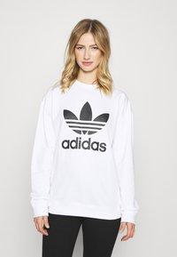 adidas Originals - CREW - Sweatshirt - white - 0