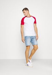 Pier One - Basic T-shirt - red - 1