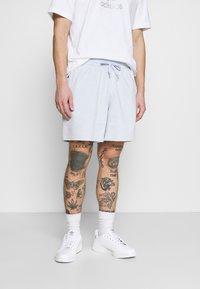adidas Originals - PREMIUM UNISEX - Short - halo blue - 0
