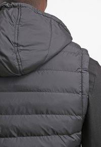 Urban Classics - SMALL BUBBLE - Waistcoat - black - 5