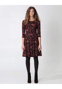 BERRY  - Žerzejové šaty - multi