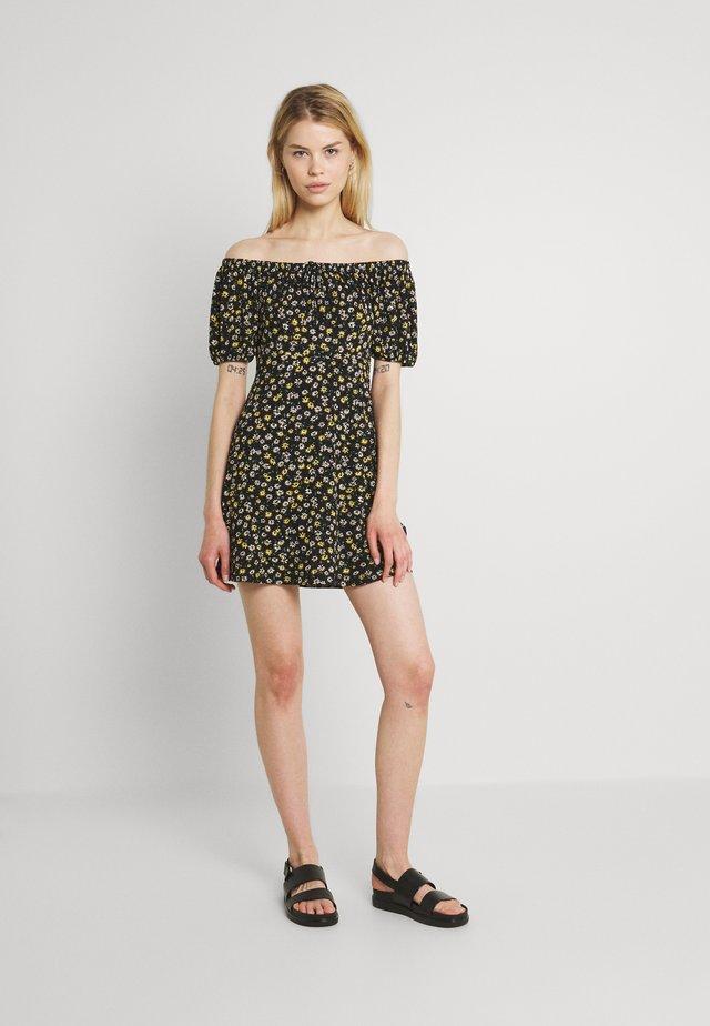 JDYGITTE SVAN OFF SHOULDER DRESS - Jersey dress - black/yellow