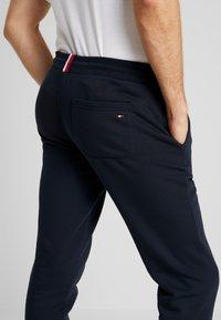 Tommy Hilfiger - BASIC BRANDED  - Pantaloni sportivi - blue - 3