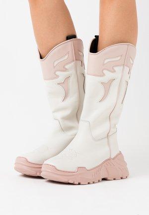 LUCKY - Cowboystøvler - white