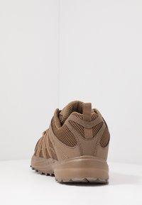 Hi-Tec - STORM TRAIL LITE - Trail running shoes - coyote - 3