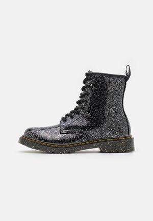 1460 - Šněrovací kotníkové boty - black cosmic glitter