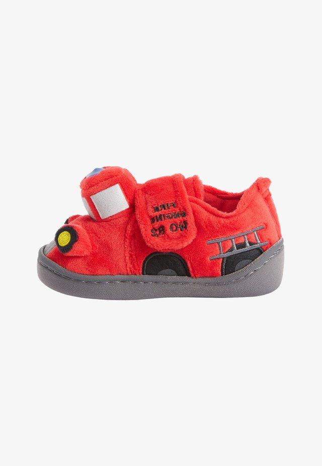 FIRE ENGINE - Domácí obuv - red