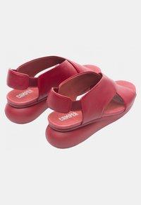 Camper - BALLOON - Sandály na klínu - red - 3