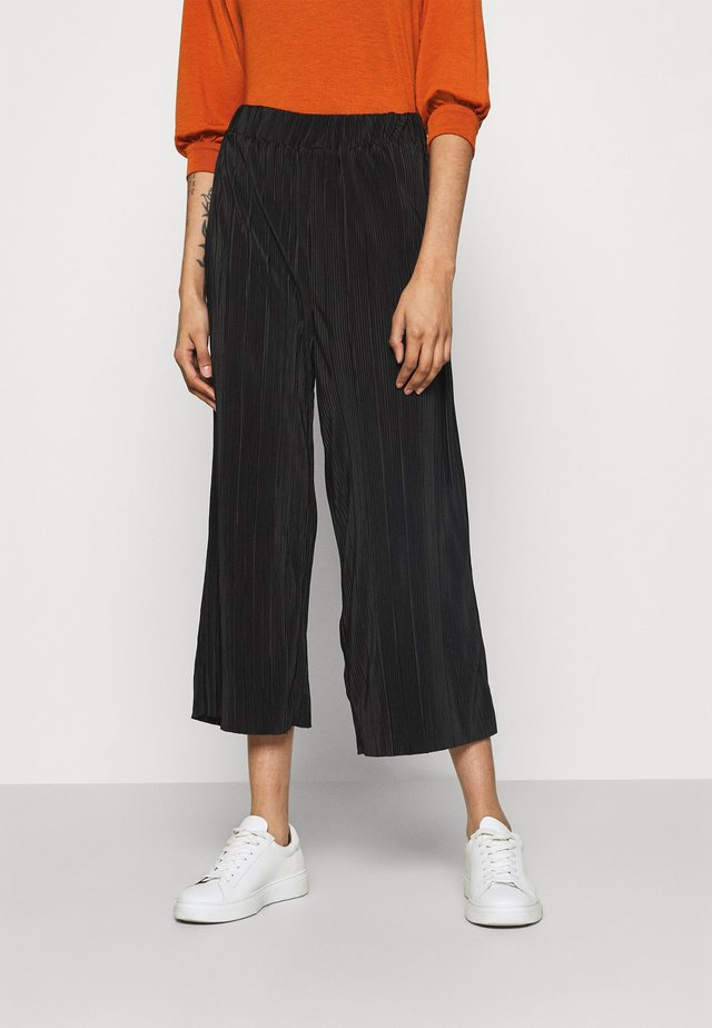 POPPY PLEATED CULOTTE - Kangashousut - black