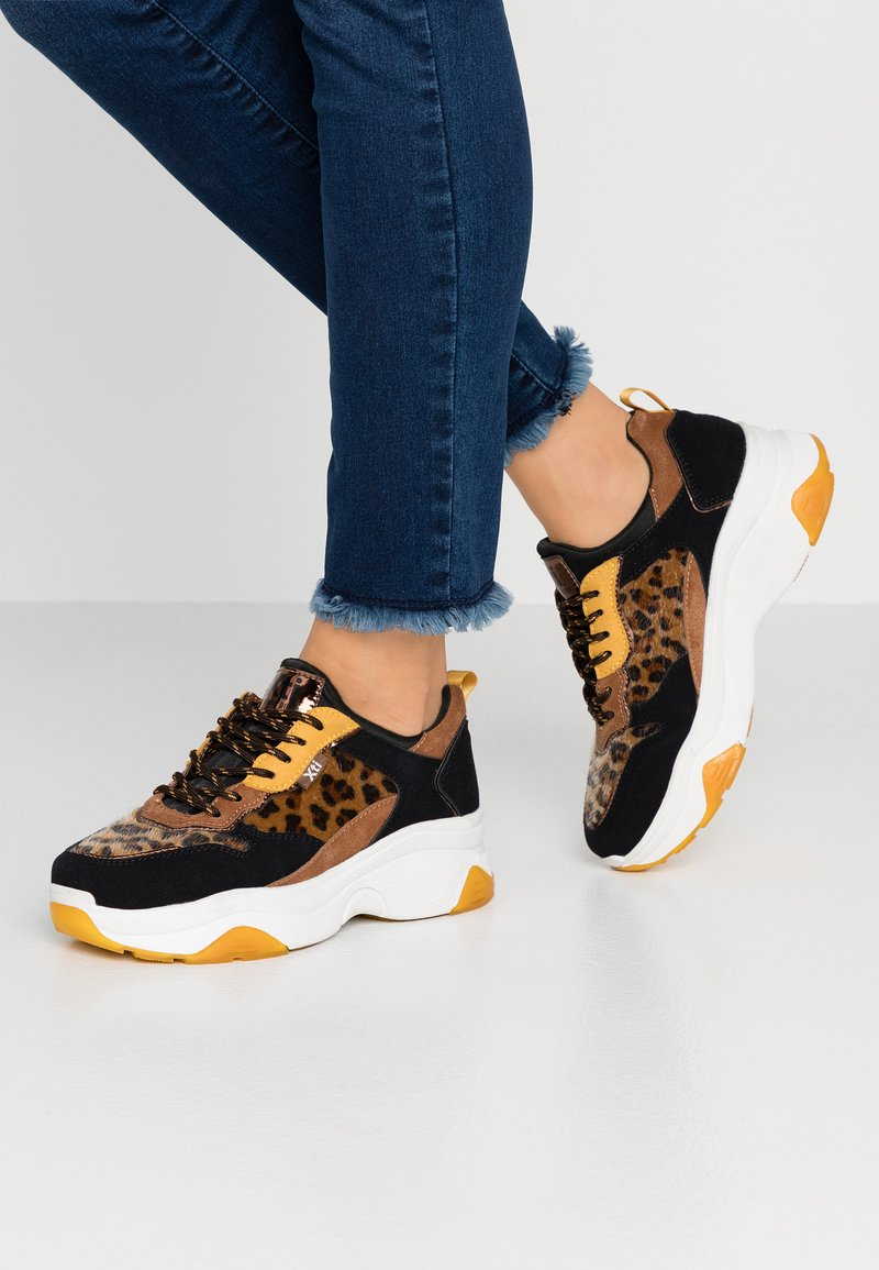 XTI - Sneakers - panama