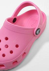 Crocs - CLASSIC - Pool slides - pink lemonade - 5