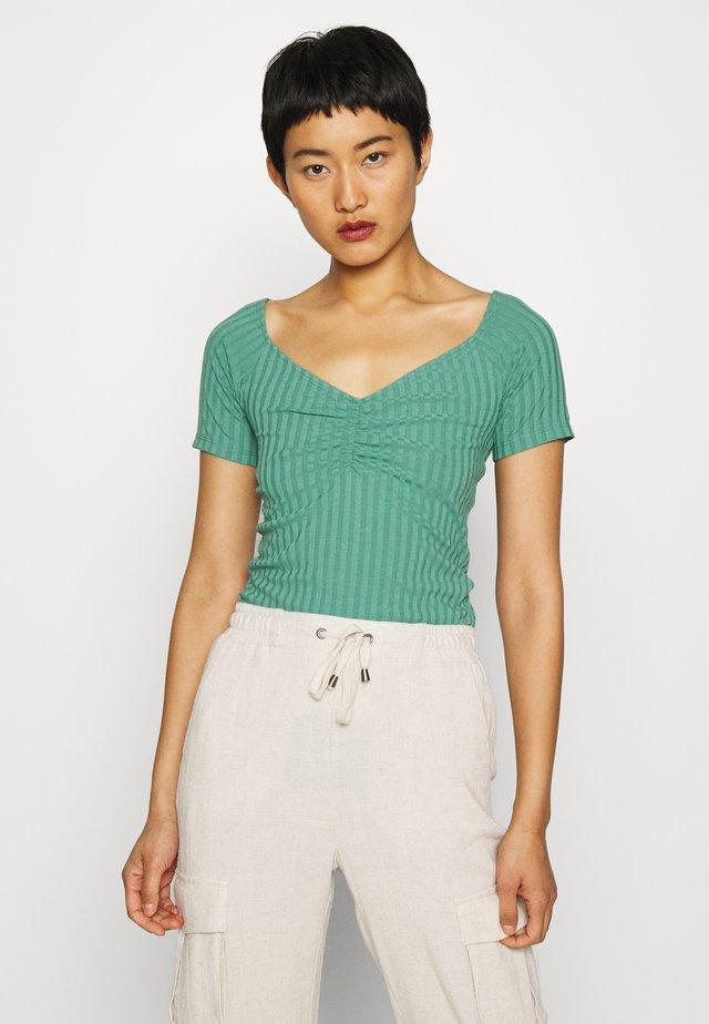 Camiseta básica - sea green