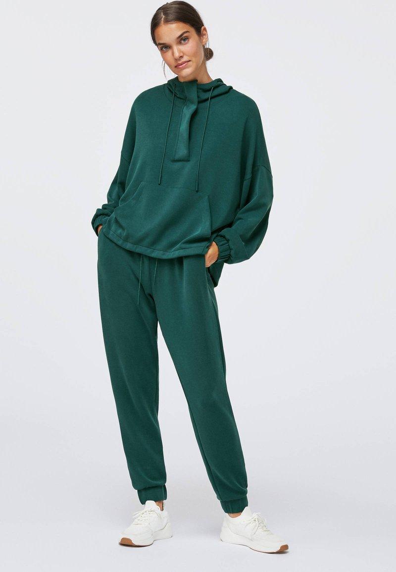 OYSHO - Kapuzenpullover - evergreen