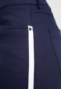 Polo Ralph Lauren Golf - SOFT POCKET PANT - Trousers - french navy/pure white - 5