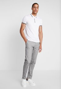 Armani Exchange - Poloshirts - white - 1