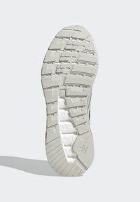 adidas Originals - ZX 2K BOOST UNISEX - Tenisky - grey one/silver metallic/solar red - 4