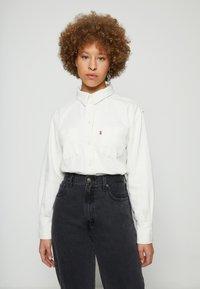 Levi's® - ZOEY PLEAT UTILITY - Button-down blouse - ecru crew - 0