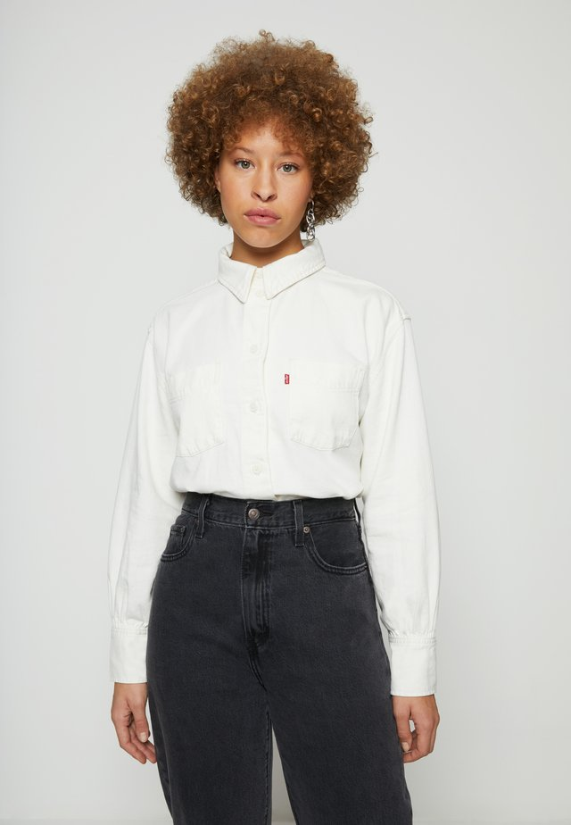 ZOEY PLEAT UTILITY - Button-down blouse - ecru crew
