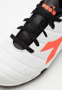 Diadora - PICHICHI 3 TF JR UNISEX - Astro turf trainers - white/black/red fluo - 5