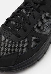 Skechers Wide Fit - TRACK BUCOLO - Sneaker low - black - 5