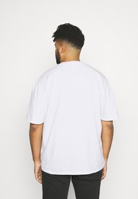 Edwin - NAZO CHEST TS - Print T-shirt - white - 2