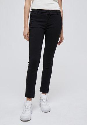 CARMA PANTS 7/8 - Chino - black