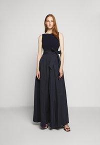 Lauren Ralph Lauren - MEMORY LONG GOWN COMBO - Společenské šaty - lighthouse navy - 0