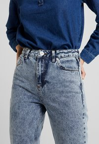 BDG Urban Outfitters - MOM - Relaxed fit jeans - acid wash blue - 3