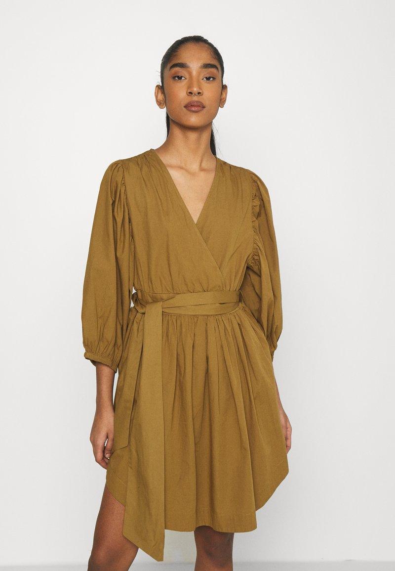 YAS - YASERMI DRESS - Day dress - butternut
