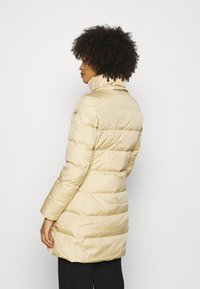 Tommy Hilfiger - BAFFLE COAT - Down coat - yellow stone - 4