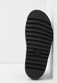 Dr. Martens - TERRY - Sandály na platformě - black brando - 6