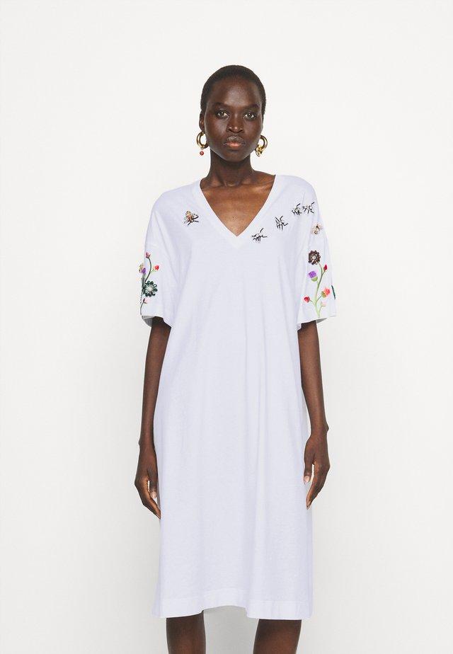 DRESS - Sukienka z dżerseju - bianco ottico