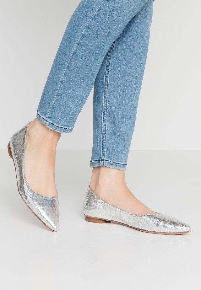 LIA  - Ballerinat - metallic silver