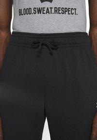 Under Armour - ROCK RIVAL - Pantalones deportivos - black - 3