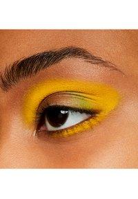 MAC - EYE SHADOW - Eye shadow - chrome yellow - 2