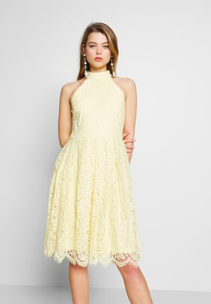 BLINDING DRESS - Sukienka koktajlowa - light yellow