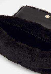 Love Moschino - EVENING BAG - Sac bandoulière - black - 3
