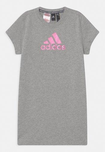 DRESS - Žerzejové šaty - grey/pink