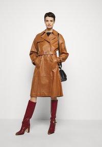 Alberta Ferretti - Trenchcoat - brown - 1