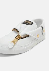 MOSCHINO - Zapatillas - bianco - 7