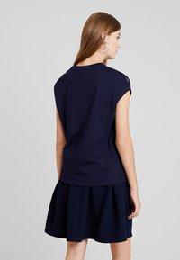KIOMI - Print T-shirt - maritime blue - 2