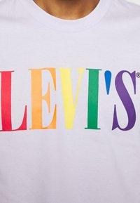 Levi's® - PRIDE COMMUNITY CROPPED TEE - T-shirt con stampa - pride lavender/multi - 5