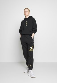 adidas Originals - LARGE LOGO PANT - Tracksuit bottoms - black/gold - 1